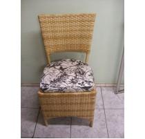Cadeira de fibra sintética com almofada - 1764